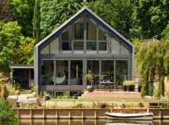 Những mẫu thiết kế nhà độc đáo cho miền sông nước